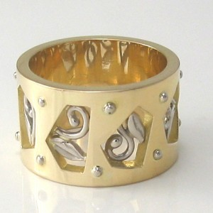 handmade 18ct yellow gold ring with pentagonal cut out sections featuring white gold filigree details