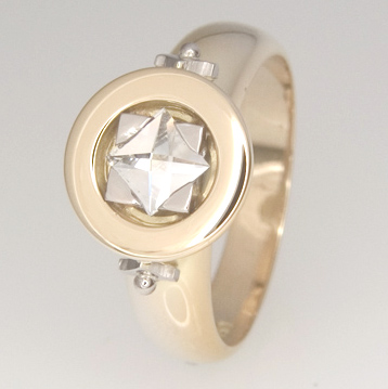 Handmade 18ct yellow gold Context cut diamond ring