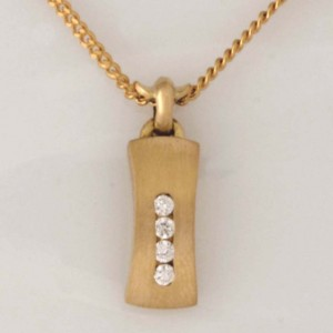 Handmade ladies 18ct yellow gold diamond pendant