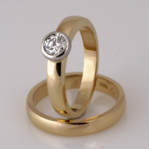 Handmade ladies 18ct yellow gold diamond engagement ring and Wedding ring set