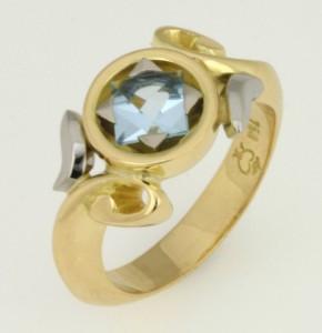 Handmade ladies 18ct yellow gold aquamarine ring