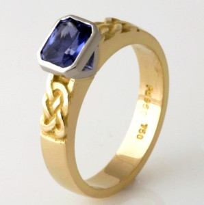 Handmade ladies 18ct yellow gold hand engraved ring featuring a Ceylon sapphire