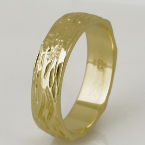 Handmade gents 18ct yellow gold carved ring