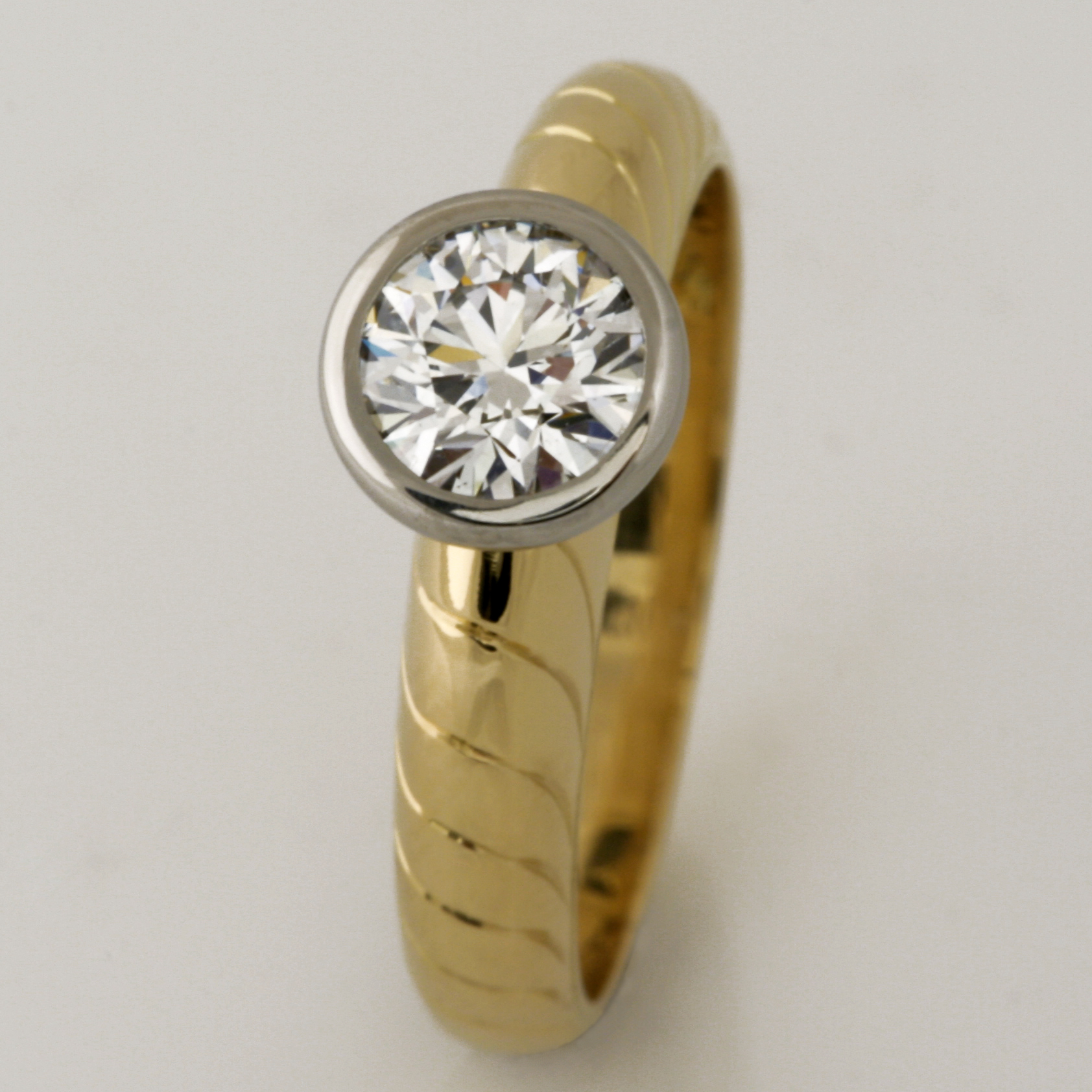 Handmade ladies 18ct yellow gold and palladium EightStar diamond ring.