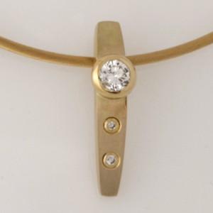 Handmade 18ct yellow gold diamond pendant