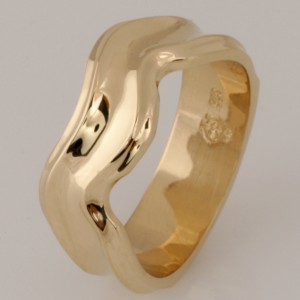 Handmade ladies 9ct yellow gold fitted wedding ring