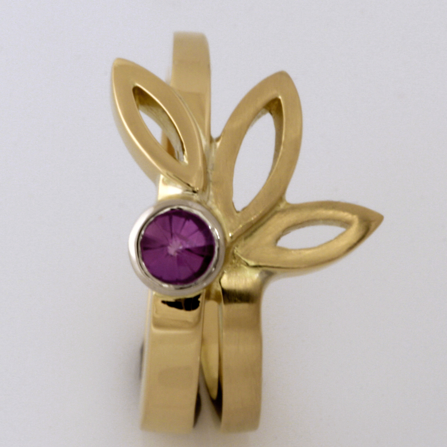 Handmade ladies 18ct yellow gold pink 'Spirit' cut sapphire ring