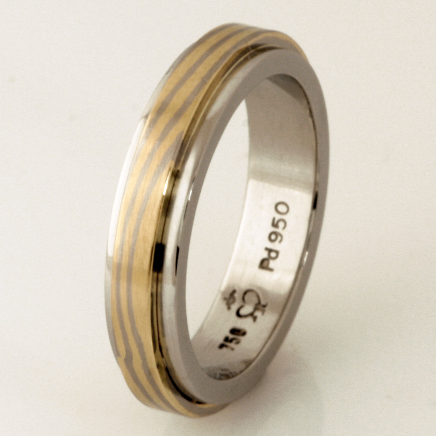 Handmade ladies palladium wedding ring with an 18ct yellow gold and 18ct white gold Mokume Gane band featured on the top around the band