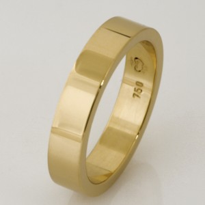 Handmade 18ct yellow gold ladies wedding ring