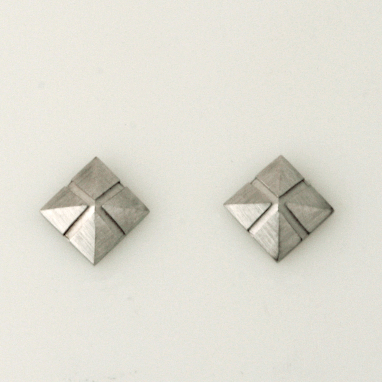 E050 9ct white gold square pyramid stud earrings $280