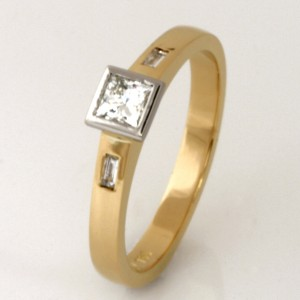 Handmade ladies 18ct yellow gold princess cut diamond engagement ring
