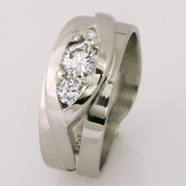 Handmade ladies 18ct white gold diamond ring