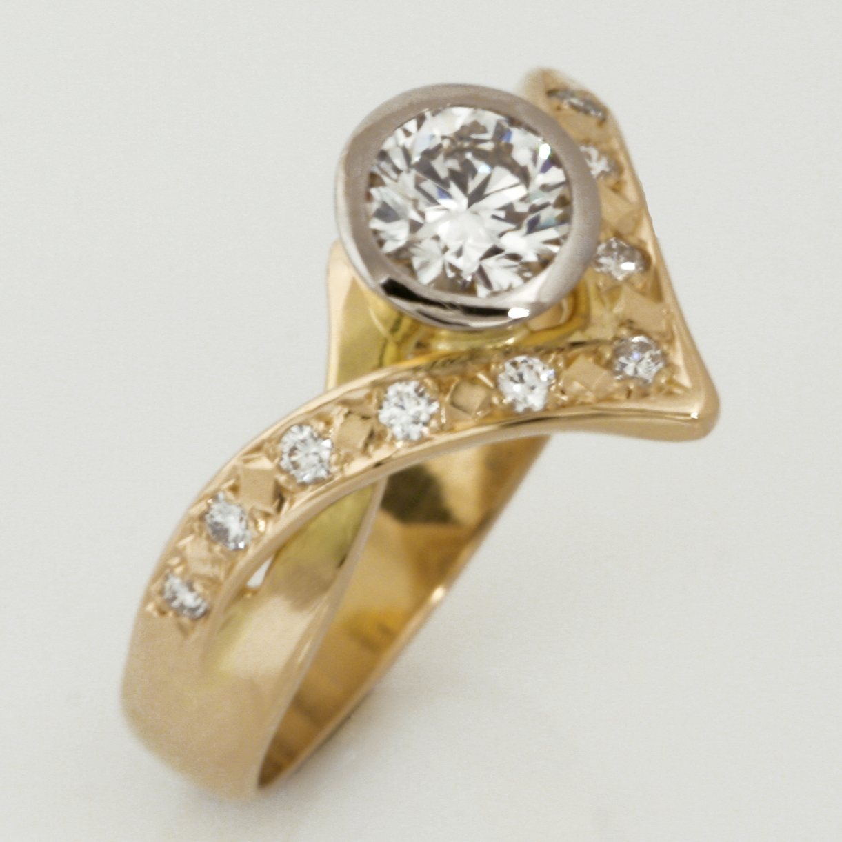 Handmade ladies 18ct yellow gold diamond ring