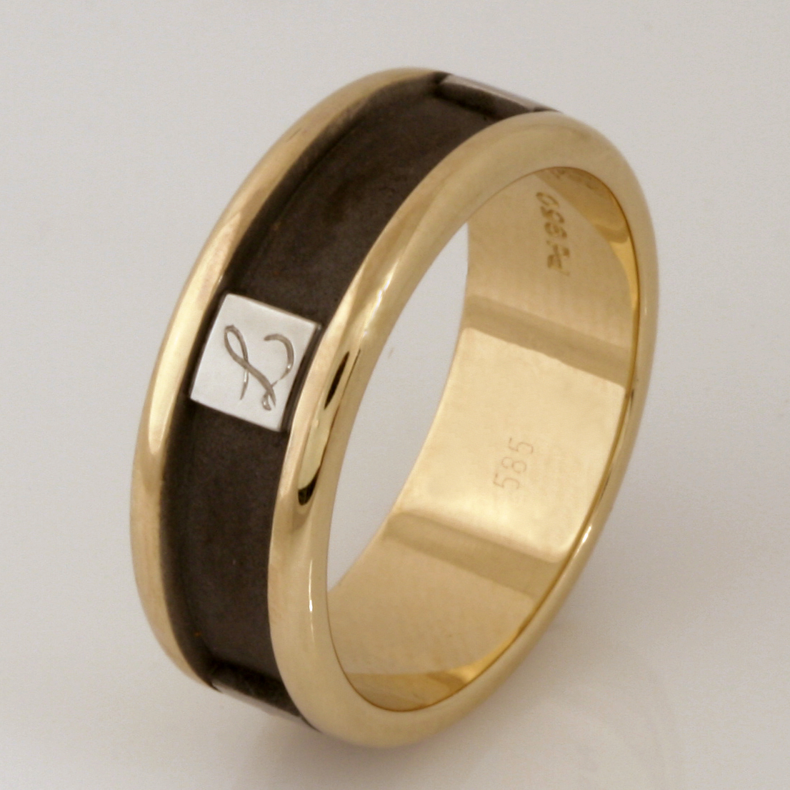 Handmade gents 14ct yellow gold and palladium ring with sandblasted and ruthenium plating