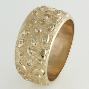 Handmade ladies 9ct yellow gold diamond ring