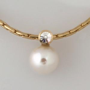 Handmade 18ct yellow gold pearl and 'Spirit' cut diamond pendant and 14ct yellow gold chain