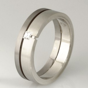 Handamde gents 18ct and 9ct white gold wedding ring featuring a 'Tycoon' cut diamond