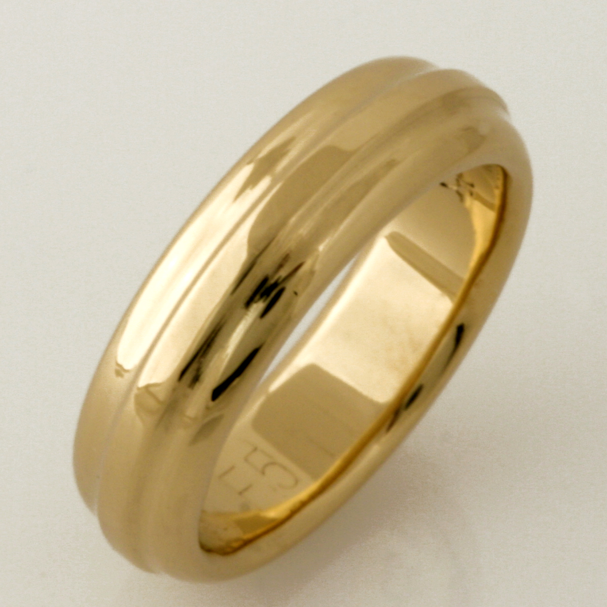 Handmade ladies 18ct yellow gold contoured wedding ring