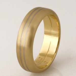 Handmade gents 18ct yellow wedding ring with a white gold groove