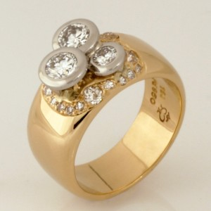 Handmade ladies 18ct yellow gold and palladium diamond ring