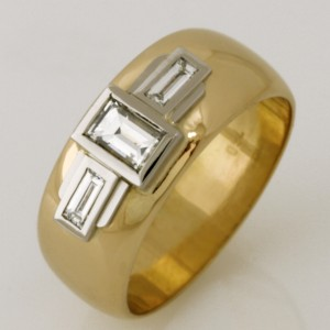 Handmade ladies 18ct yellow gold and palladium ring featuring baguette diamonds