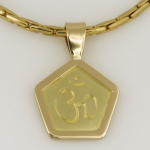 Handmade 18ct yellow gold 5 sided pendant