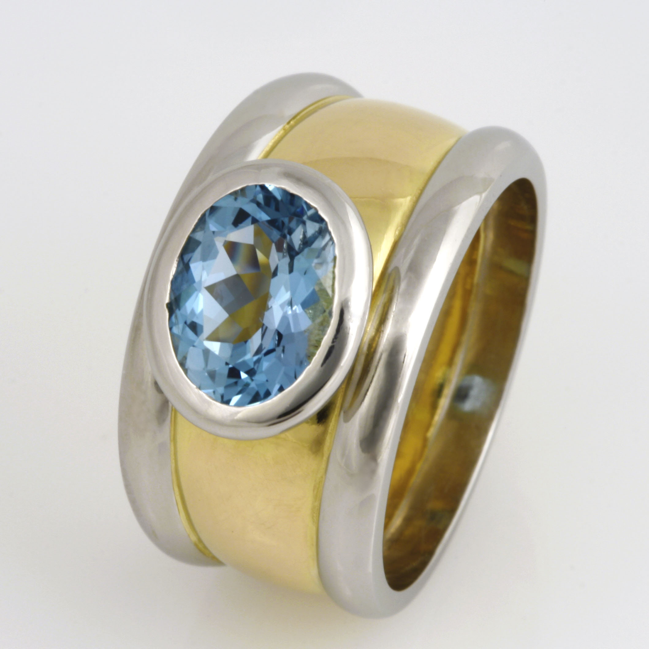 Ladies 18ct yellow gold and platinum ring featuring an oval Aquamarine