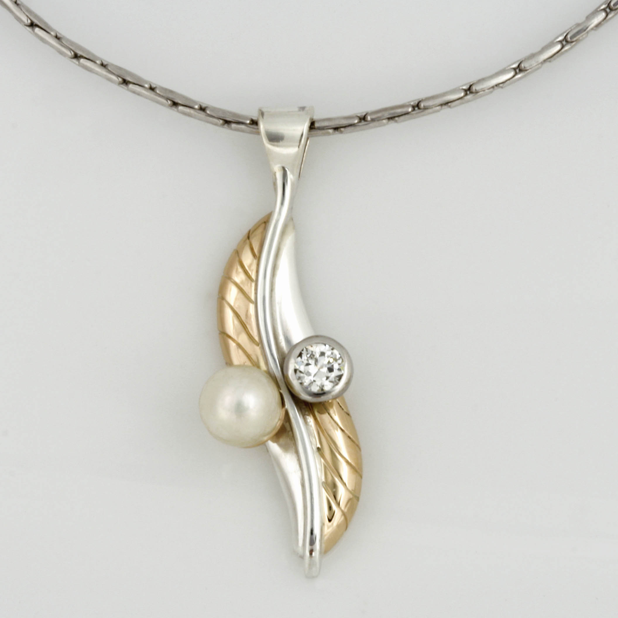 Handmade ladies 14ct yellow gold and sterling silver, pearl and diamond pendant