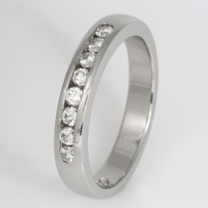 Handmade ladies platinum diamond wedding ring