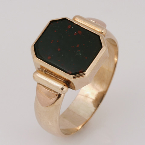 R028 9ct yellow gold gents ring featuring a blood stone. $1500