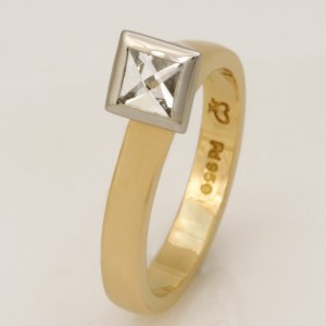 Handmade ladies 18ct yellow gold and palladium ring featuring a Context cut diamond