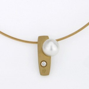 Handmade 18ct yellow gold pearl and diamond pendant