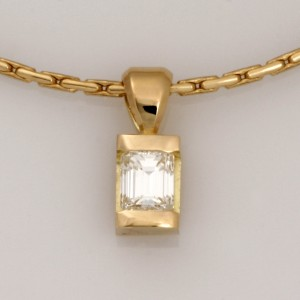 Handmade ladies 18ct yellow gold emerald cut diamond pendant.