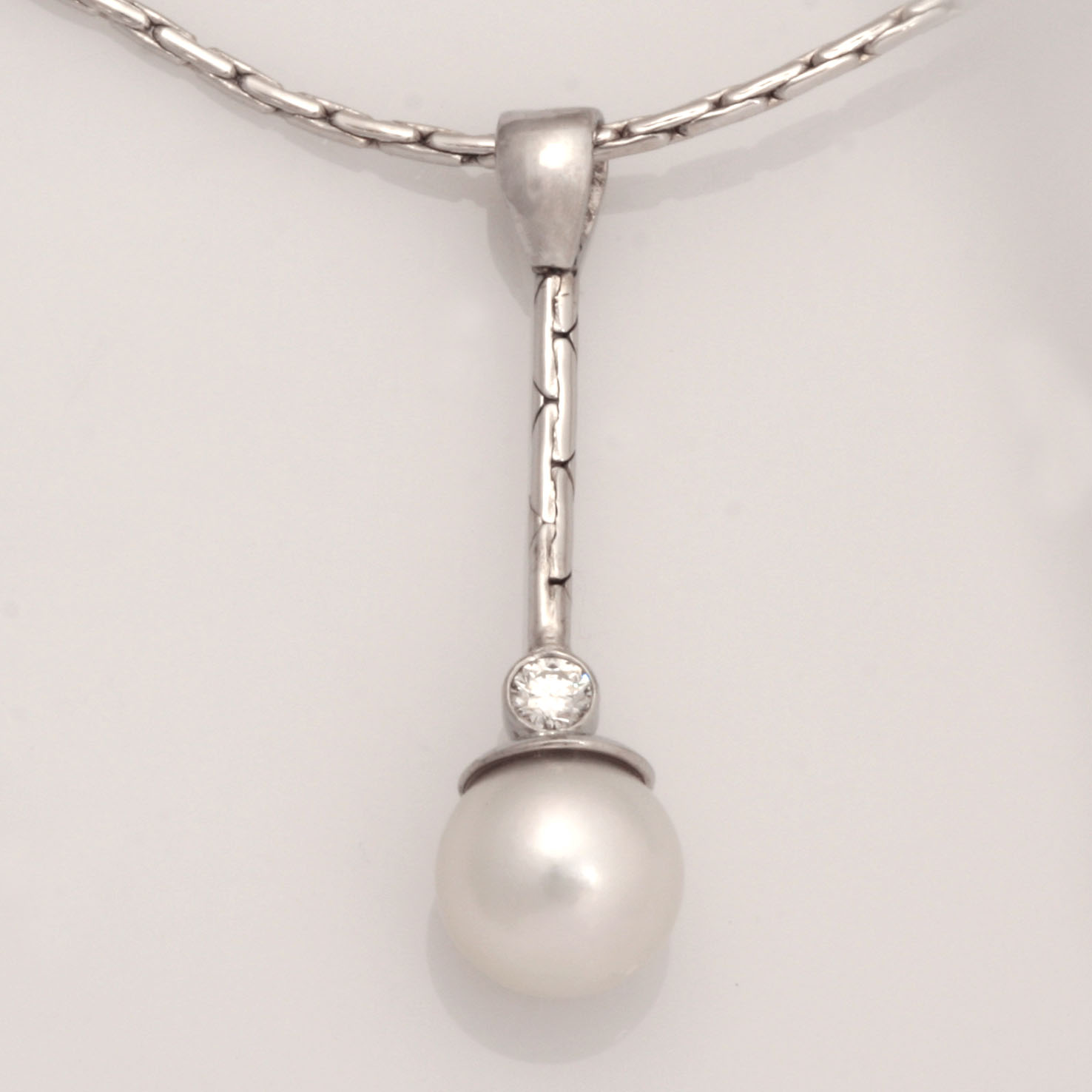 Handmade ladies 18ct white gold drop pendant featuring an Akoya pearl and diamond