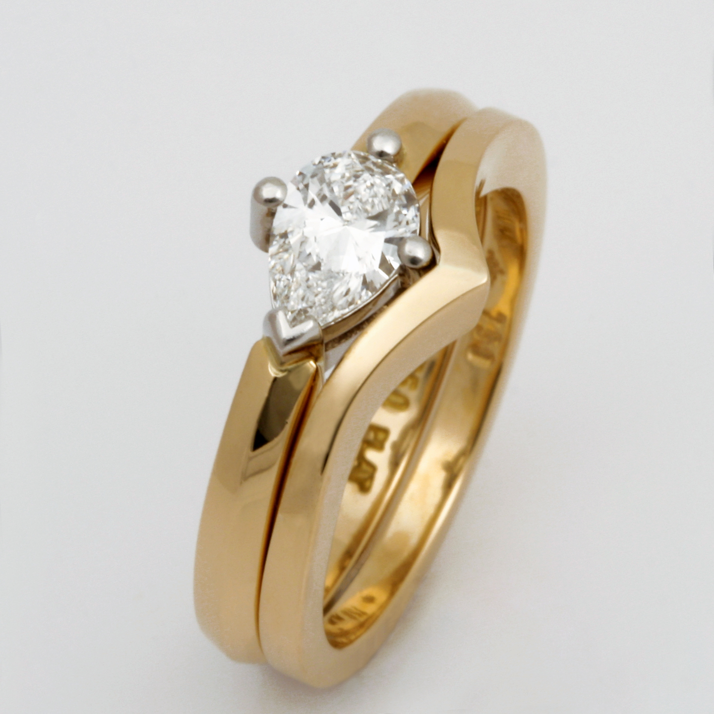 Handmade 18ct yellow gold fitted wedding ring