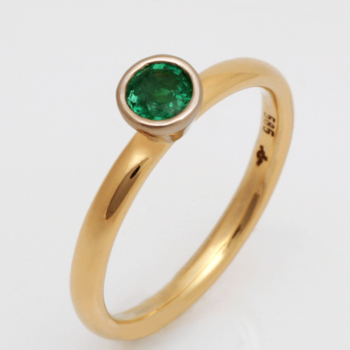 Handmade 14ct yellow gold natural emerald ring