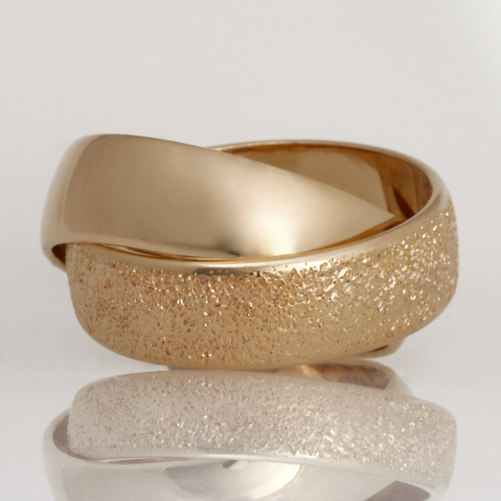 14ct yellow gold polished and sparkle joined rings