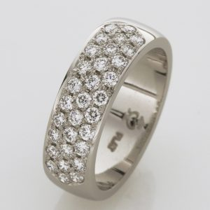 Ladies handmade platinum brilliant cut diamond Wedding ring