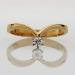 Ladies handmade 18ct yellow and white gold, Diamond ring