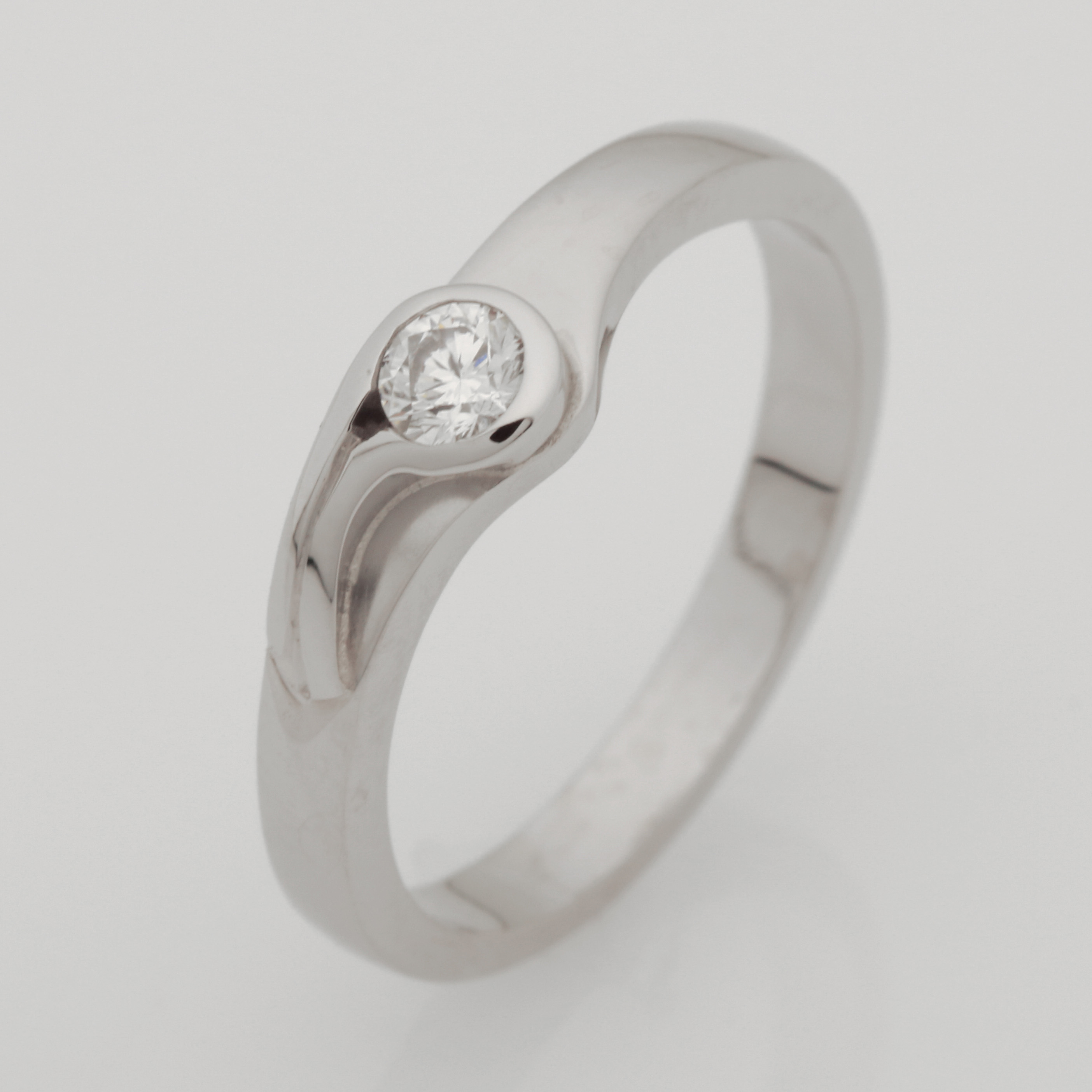 Ladies handmade palladium diamond ring