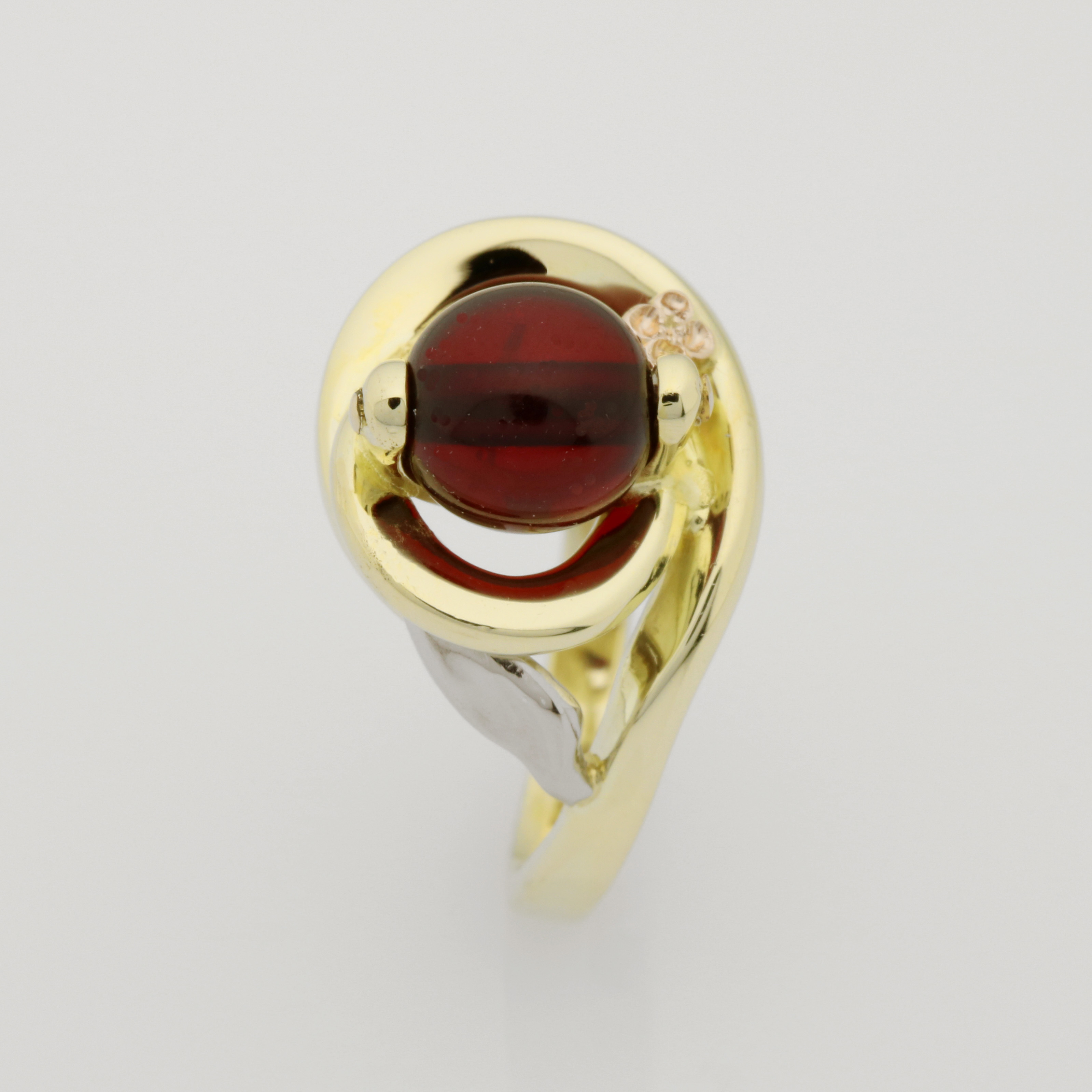 Ladies handmade 14ct yellow gold with amber bead
