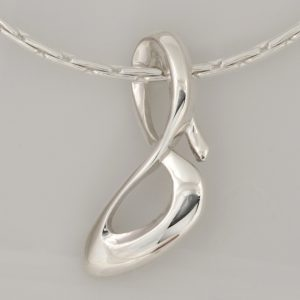 P088 Sterling silver cast infinity shoe pendant with polished finish, weight 4.96 grams $219