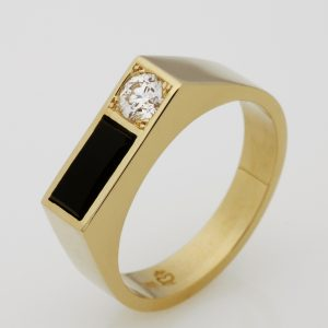 Mens 14ct Yellow Gold Onyx & Diamond Ring